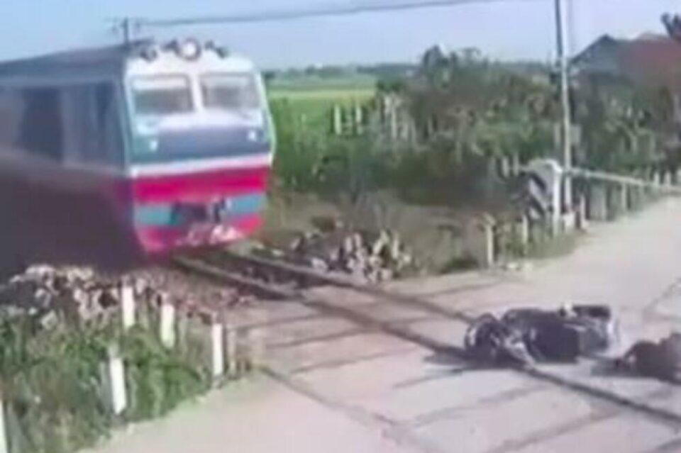 Кој има слабо срце нека не го гледа ова видео:  Морници ќе ве лазат по целото тело кога ќе видите каква грешка направи овој мотоциклист