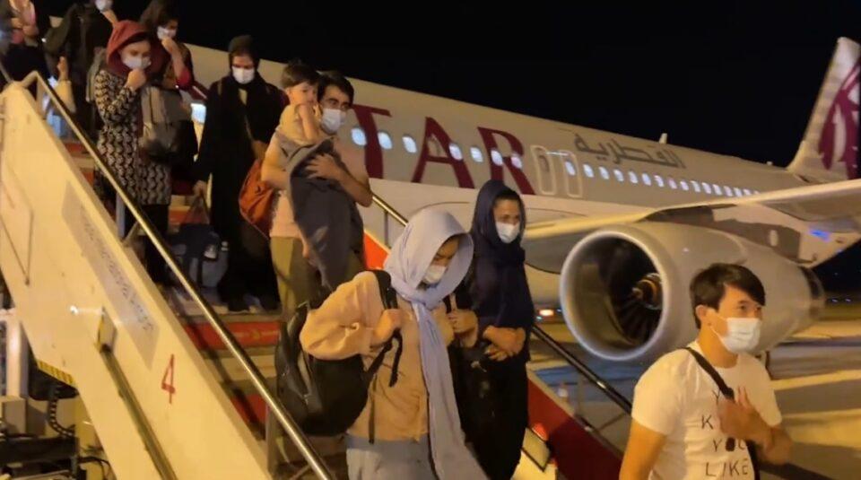 ВИДЕО: Во Албанија пристигнаа уште две групи Авганистанци, до сега вкупно 275