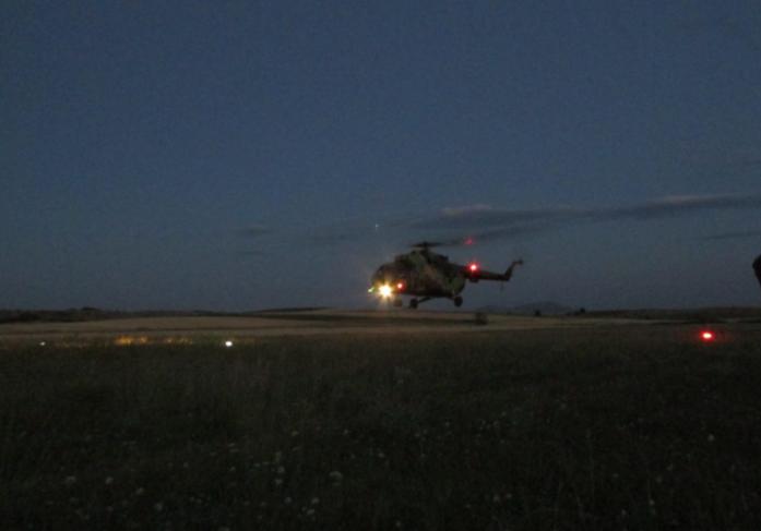 Пендаровски лаже? Хеликоптерите на АРМ летаат и ноќно време! (ФОТО)