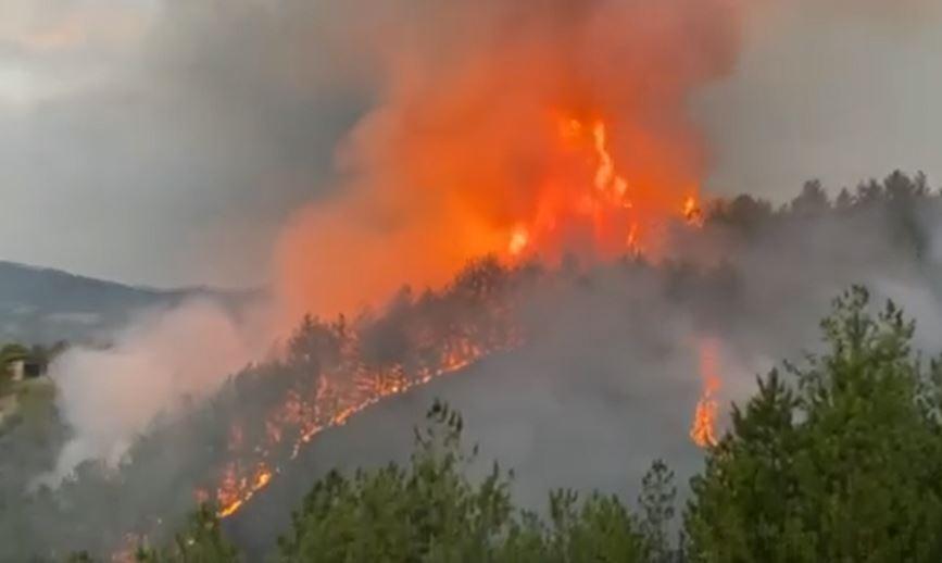 ДРАМАТИЧНО: Евакуација на жителите од Балабанско и Курјачко маало, изгорени дел од куќите (ВИДЕО)