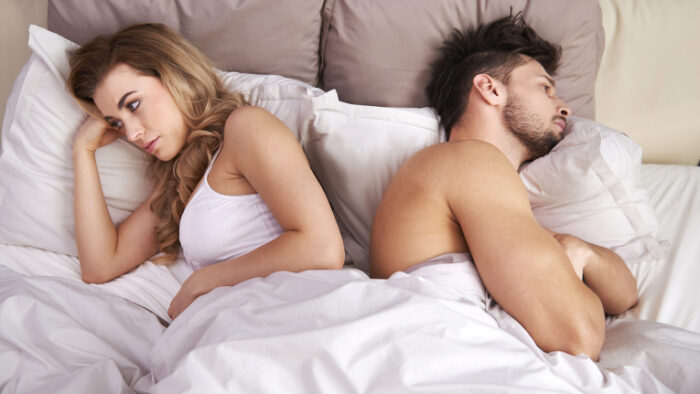 Знаци кои потврдуваат дека партнерот повеќе не ве привлекува