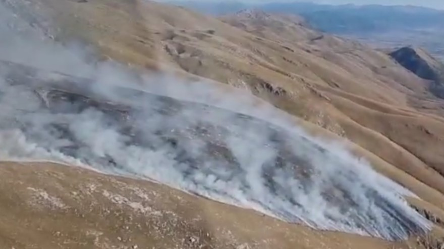 Хеликоптер на АРМ интервенираше, дождот помогна за локализирање на пожарот на Галичица, еве каква е состојбата таму