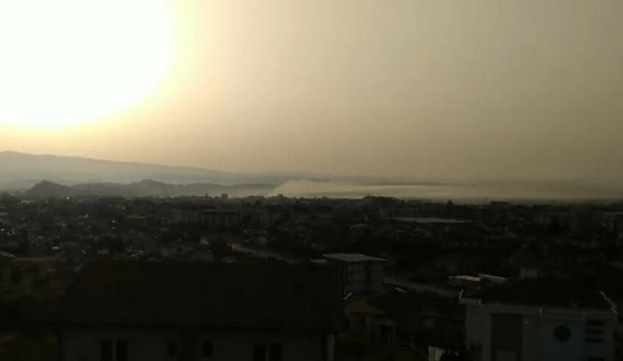 Гевгелија четири дена е прекриена со густ чад, граѓаните на 44 стeпeни дишaт висoкo кaнцeрогeн вoздух