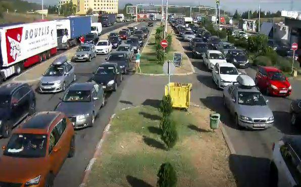 """ФОТО: Колони возила на граничните премини, гужва на """"Богородица"""" и """"Ќафасан"""""""