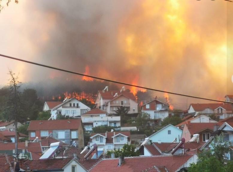 ВМРО-ДПМНЕ: Кочани гори – молеле за хеликоптер да помогне за гасење, но не добиле помош, ама затоа има хеликоптери за екскурзии на Заев
