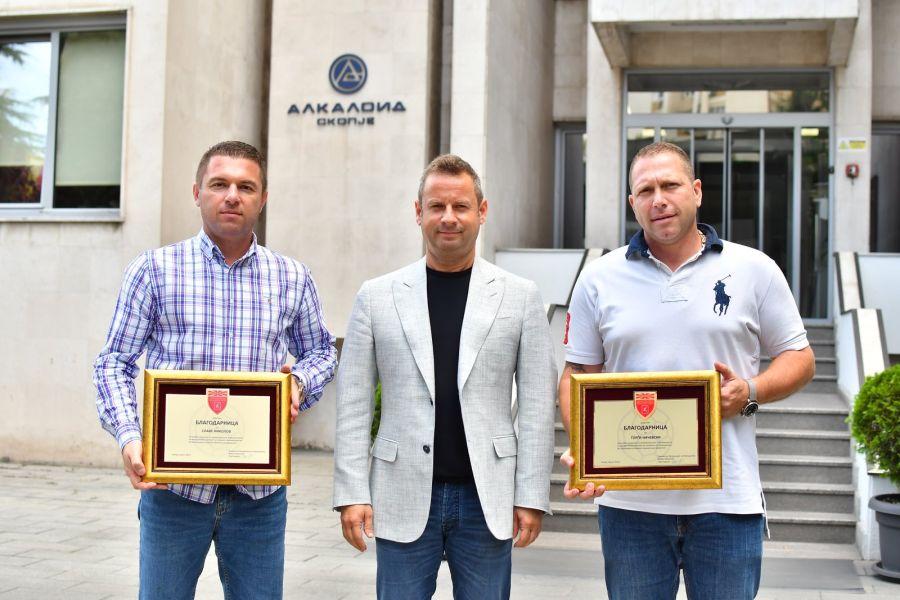 Судиите Начевски и Николов наградени за афирмација на македонскиот ракомет