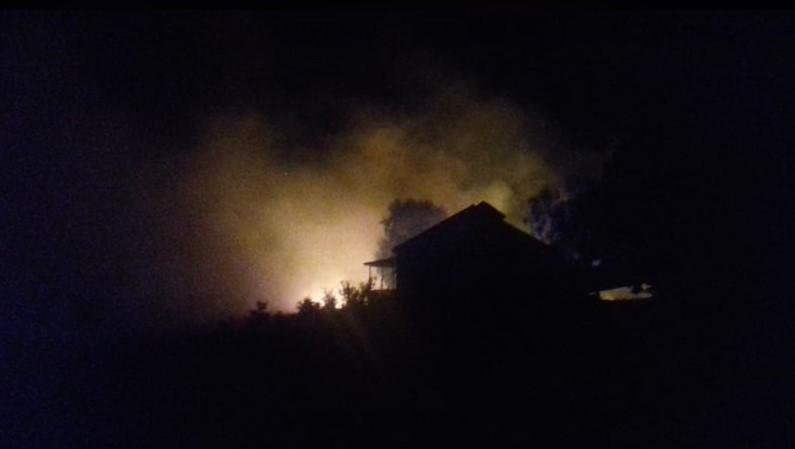 """""""Живи ќе изгоревме"""": Пожар во близина на куќи доцна синоќа – потресни сведоштва на жители на Крива Паланка"""