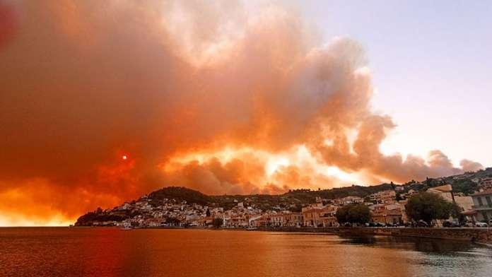 Грција во пламен, пожарот на грчкиот остров Евија стигна до градот Лимни