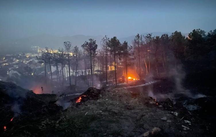Стивнува пожарот во Кочани: Човечки жртви нема, пет лица се во болница- огнот сè уште не е целосно изгаснат