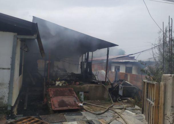 ЧОВЕЧКИ ЖИВОТИ СПАСЕНИ ВО ПОСЛЕДЕН МОМЕНТ: Пеплосани домови на четири семејства во социјалните бараки во прилепски Варош