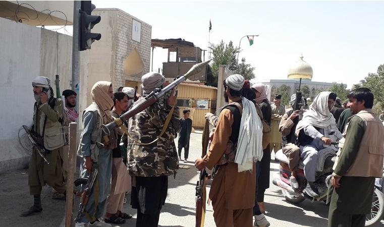 Ново крвопролевање: Талибанците го убија братот на поранешниот потпретседател на Авганистан