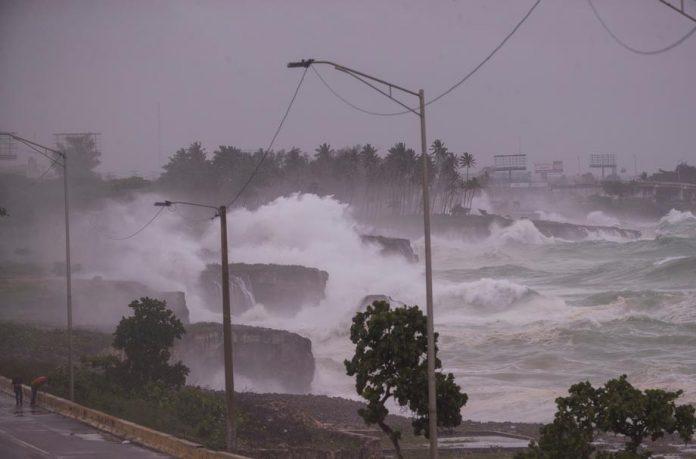АПОКАЛИПСА во Луизијана: Дува ветер со 240 километри на час, поплавен е Њу Орлеанс (ВИДЕО)