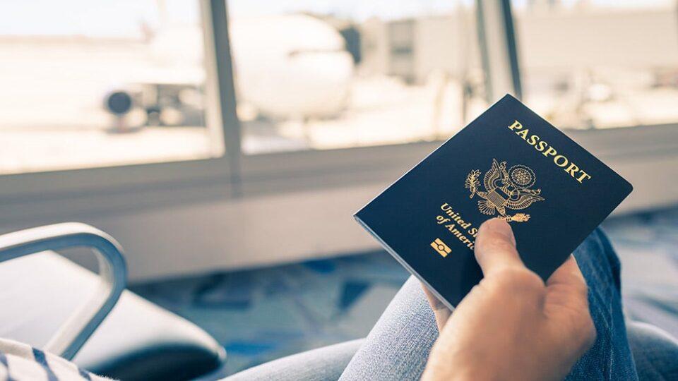 """Цел свет му се смее поради фотографијата во пасошот: """"Дали е ова возможно?"""" (ФОТО)"""