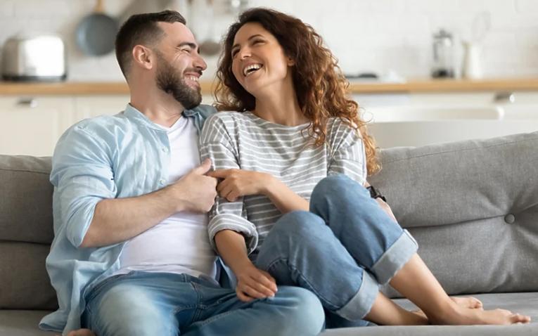 Дури 66 проценти од луѓето во врска биле пријатели пред да станат љубовен пар