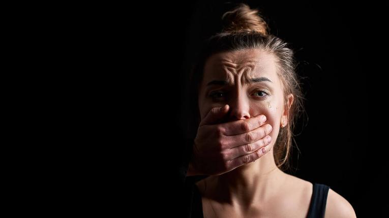 Предупредувачки знаци дека сте во врска со партнер кој може да стане насилен