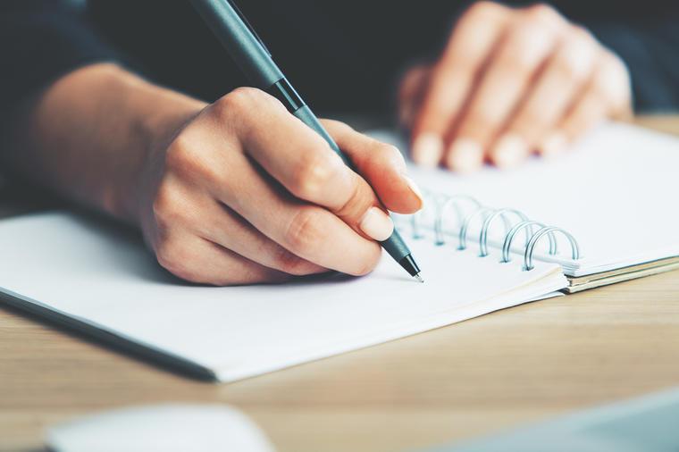 ВЕ РАЗОТКРИВА БЕЗ ГРЕШКА: Еве што вашиот ракопис кажува за вас!
