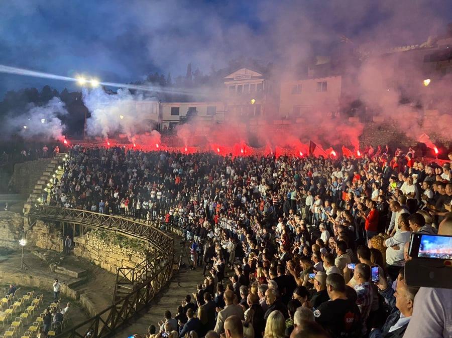 """ФОТО+ВИДЕО: Охрид """"гори""""- победничка атмосфера на Антички театар"""