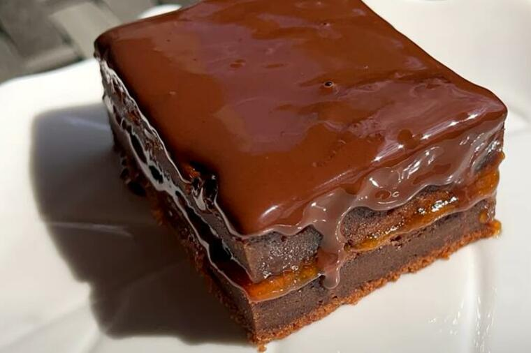Најсочниот и најсовршениот десерт што некогаш ќе го пробате, чоколаден колач со џем