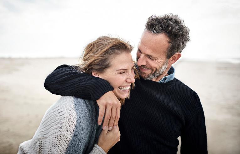 10 знаци дека имате совршен сопруг