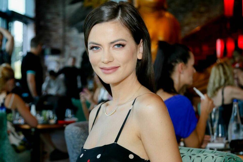 Милица Павловиќ важи за најатрактивна пејачка, а вака изгледа без грам шминка (фото)