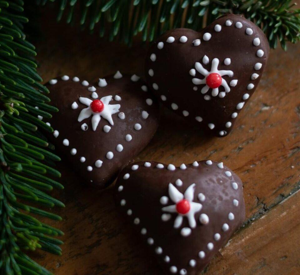 Овој десерт ќе го спремите брзо и едноставно: Медено срце е волшебен колач кој вашите најдраги ќе го изедат за час!