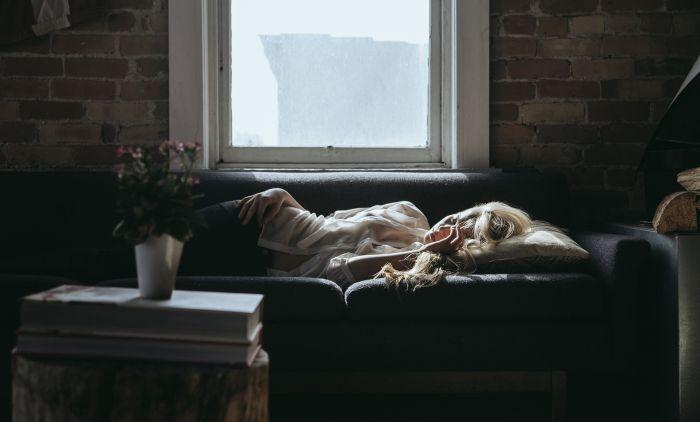 Доцното одење во кревет влијање на ЗДРАВЈЕТО: Еве што се случува во телото ако сте будни после полноќ