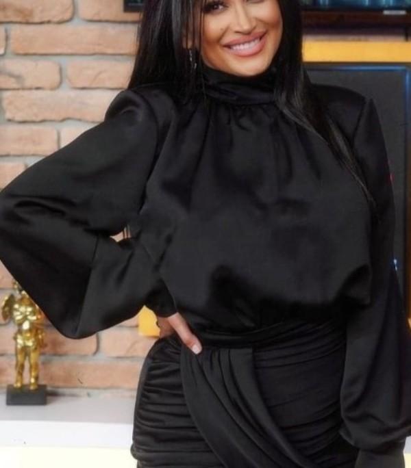 """Српската пејачка завиена во црно: По трагедијата во домот пристигнуваат пораки за сочувство од сите страни, """"летај со ангелите"""" (ФОТО)"""