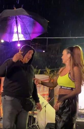 Северина го изненади обезбедувањето – тој остана со зачудена фаца, пејачката ќе ја удреше струја среде настап (ВИДЕО)