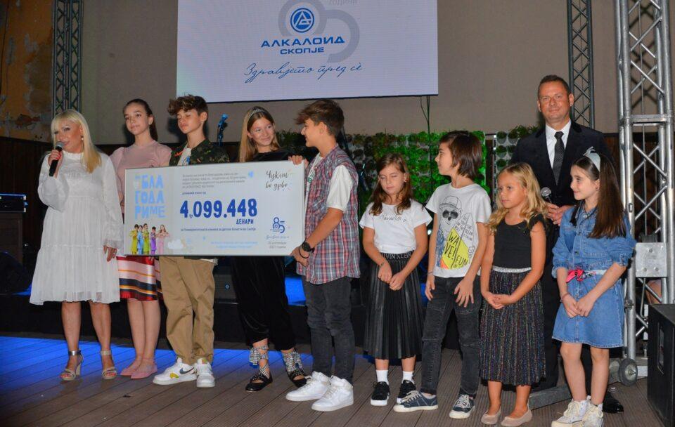 Со ретроспективна изложба и донација од над 4 милиони денари на Детската клиника: Одбележан 85-годишниот јубилеј на Алкалоид