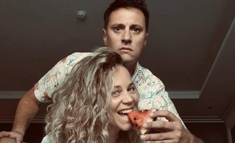 Сите се смеат на шегите на Андрија Милошевиќ, освен неговата девојка (ВИДЕО)