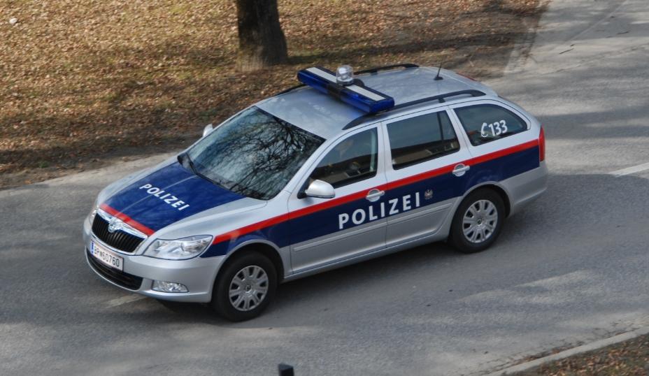 Повредени неколку лица при превртување автобус во југоисточна Австрија