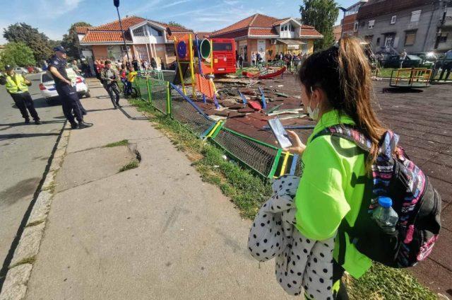 ПОВРЕДЕНИ ДЕЦА: Автобус влета на игралиште, возачот уапсен- еве ги деталите