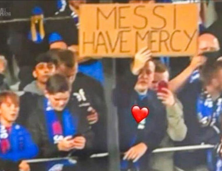 """Навивач на Клуб Бриж со комична порака до Меси: """"Имај милост…"""" (ФОТО)"""