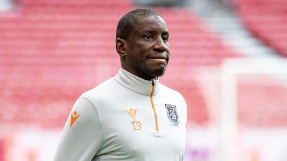 Демба Ба замина во фудбалска пензија