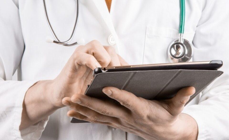 Д-р Цана: Одлуките на Комисијата за заразни болести се повеќе политички отколку професионални
