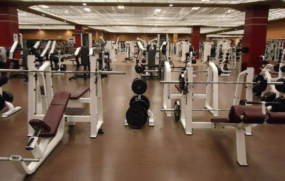 Зошто теретаните, спортските сали и фитнес студијата се полни со огледала? Еве го одговорот