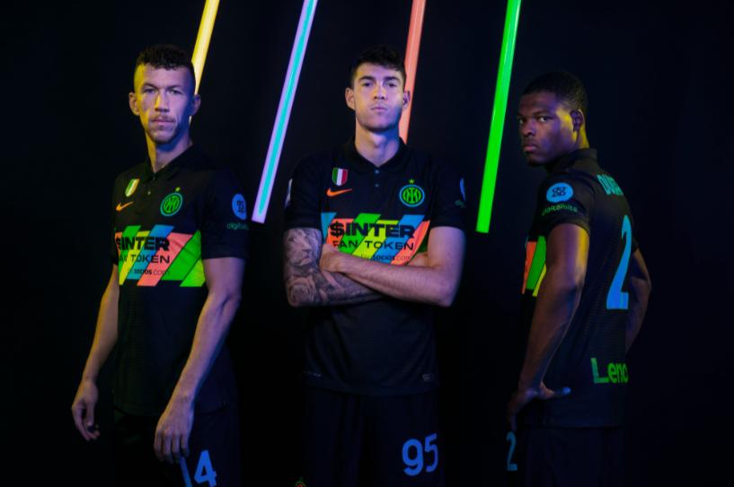 Интер промовираше уште еден дрес за новата сезона: Навивачите не се нешто премногу воодушевени