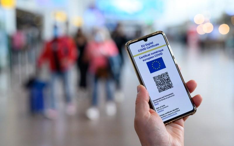 Брисел воведува ковид сертификат за собири и кафулиња