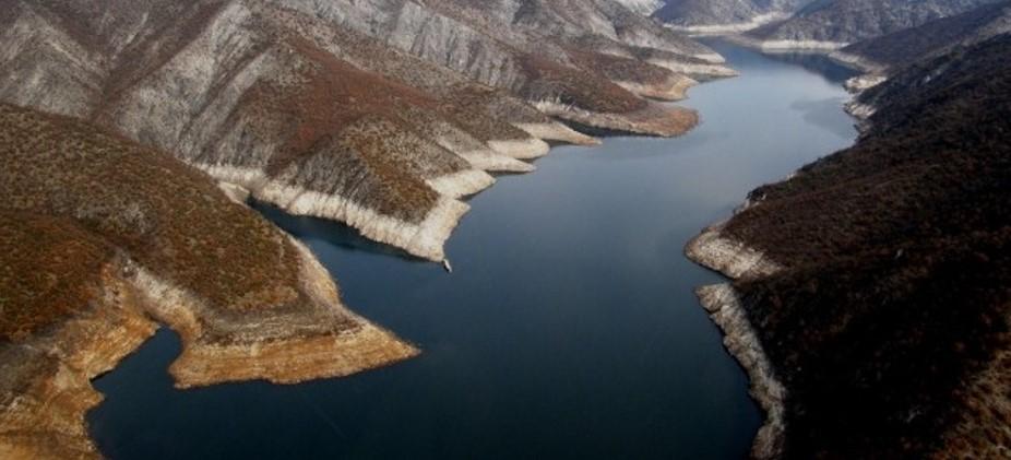 Рибар потонал во езерото Козјак, полицијата го бара телото