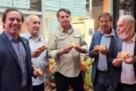Бразилскиот претседател наместо во ресторан, јадеше пица среде улица – еве и зошто