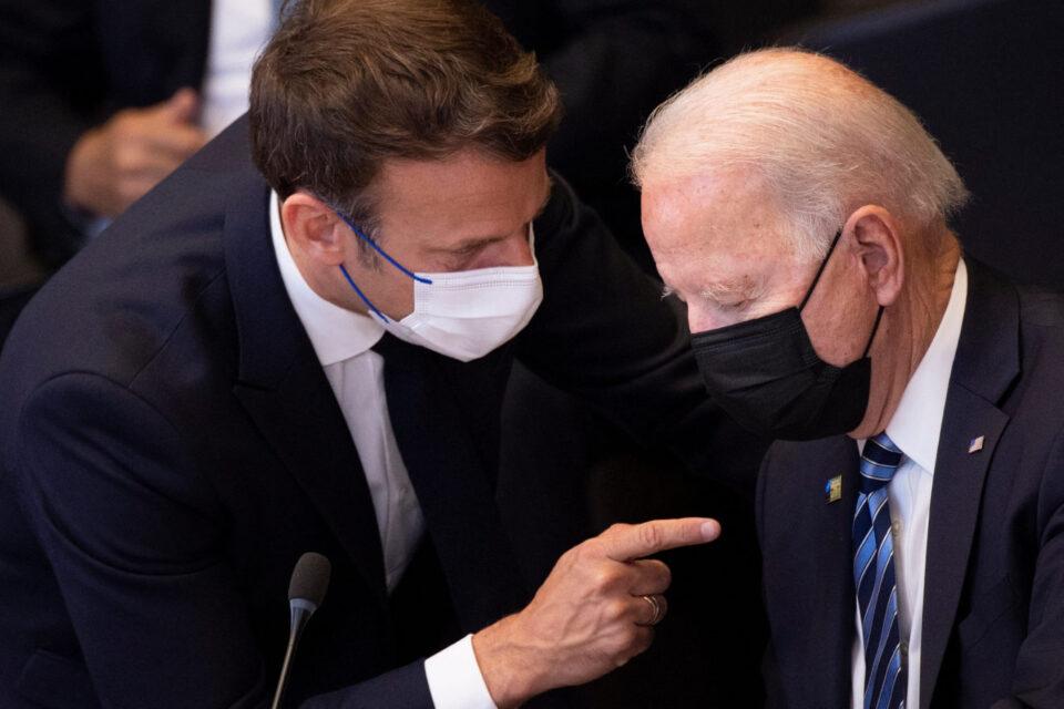 Бајден и Макрон во следните денови телефонски ќе разговораат за подморничката криза