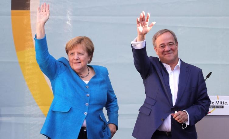 Меркел повика да се гласа за Лашет за Германија да остане стабилна