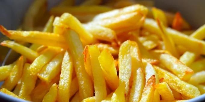 Совршен трик со кој помфритот ќе ви испадне совршен како во ресторан