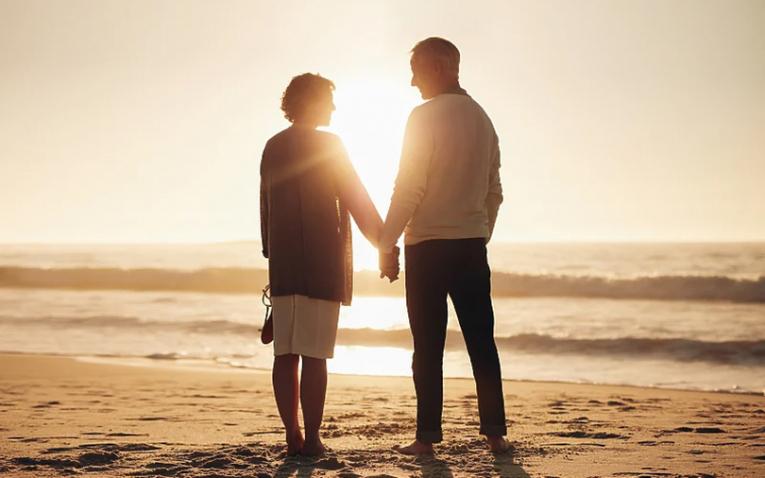 Изложувањето на сонце ги зајакнува романтиката и страста во врската