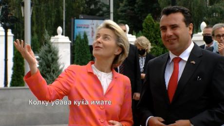 ВИДЕО: Фон Дер Лајен му рече на Заев дека многу е убава барокната зграда на Владата