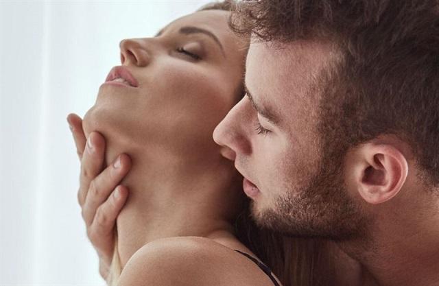 Хороскоп за мажи: Како да ја задоволиш во кревет!