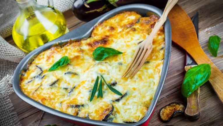 Мелено месо со зеленчук во бел сос