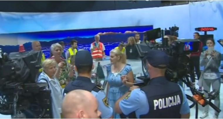 Антиваксери упаднаа во студиотo за вести на ТВ Словенија