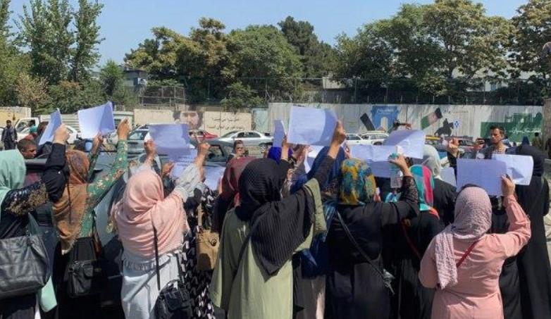Талибанците со солзавец го растурија протестот на жените во Кабул