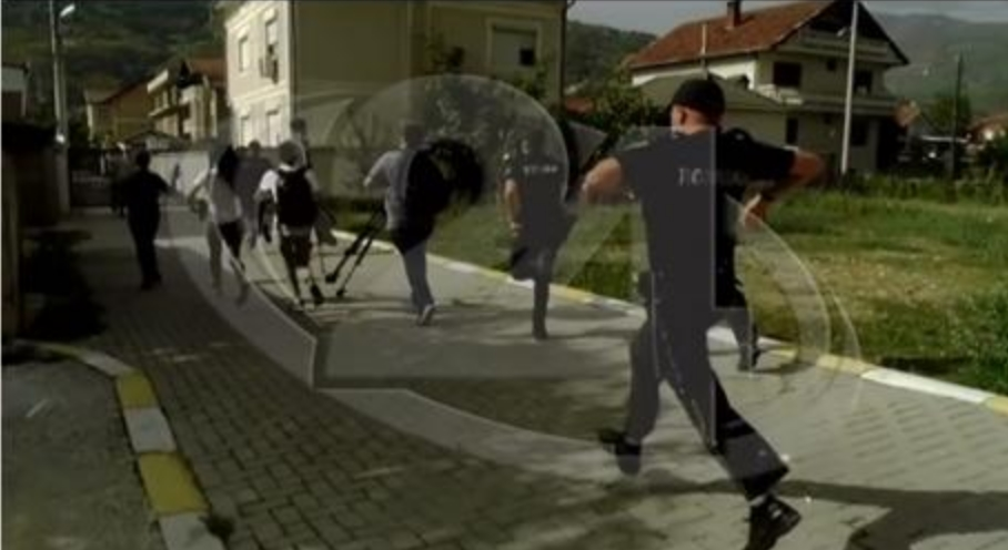 Повредени 4 полицајци, а две лица се приведени на протестот во Тетово